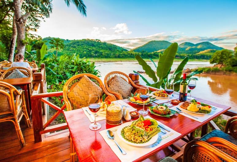 Mekong Riverview Hotel, לואנג פראבנג, ארוחה בחוץ