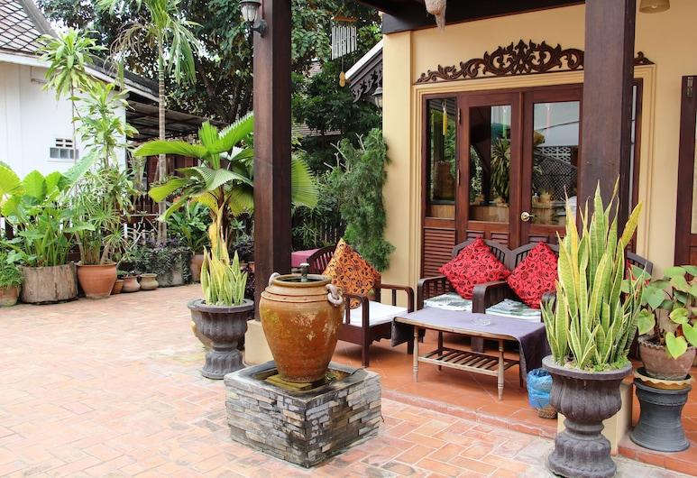 Villa Senesouk, Luang Prabang, Terasa/trijem