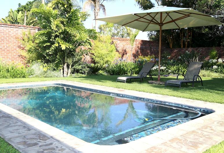 Kingsmead Guest House, Harare, Alberca al aire libre