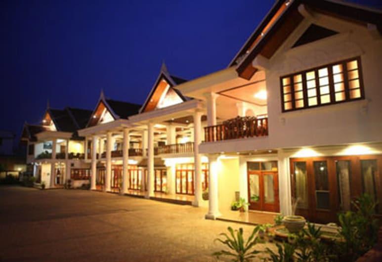曼魯克酒店, 龍坡邦, 酒店正面