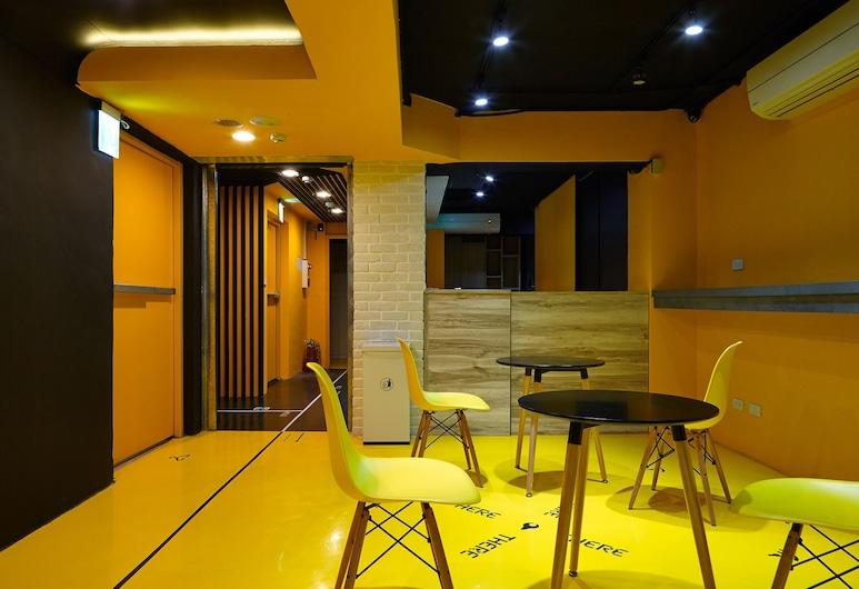 這裡那裡青年旅館 - 站前店, 台北市, 大堂閒坐區