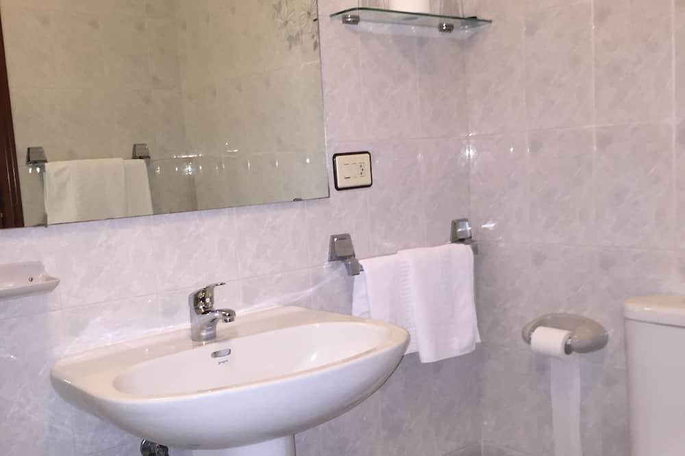 Double Room (Low Cost) - Bathroom