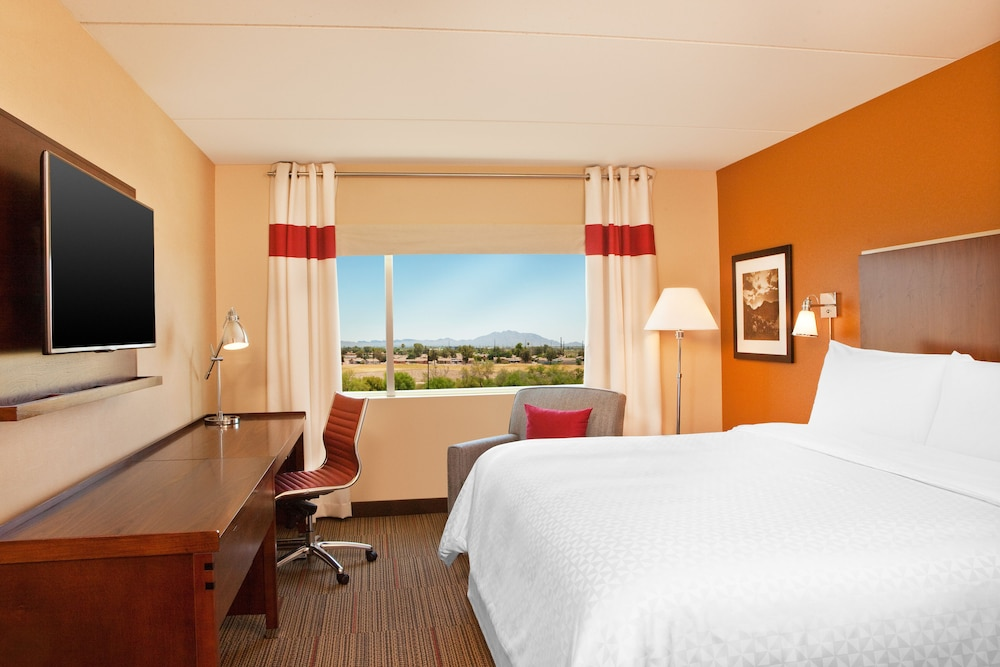 Four Points By Sheraton At Phoenix Mesa Gateway Airport Traditional Room 1