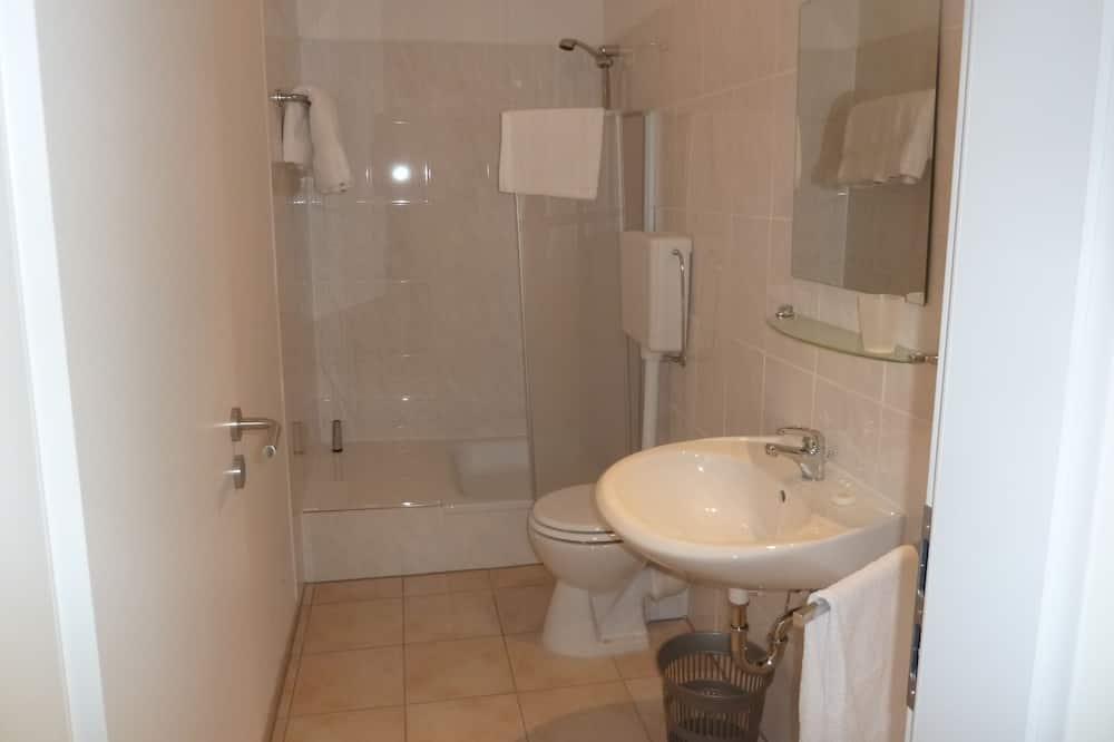 Τρίκλινο Δωμάτιο, 3 Μονά Κρεβάτια - Μπάνιο