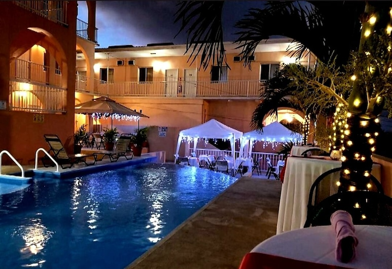 Rolson Hotel, San Ignacio, 2 double Beds Deluxe Poolside, Αίθριο/βεράντα