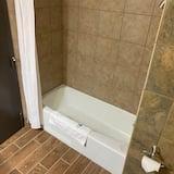 Двухместный номер с 1 двуспальной кроватью, 2 двуспальные кровати «Квин-сайз» - Ванная комната