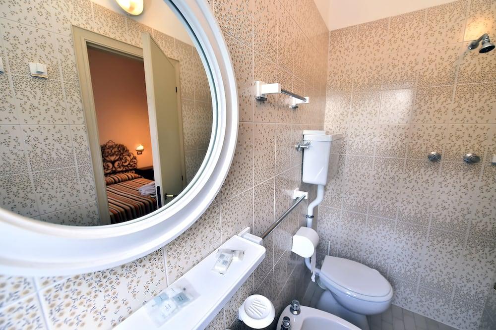 Čtyřlůžkový pokoj typu Economy - Koupelna