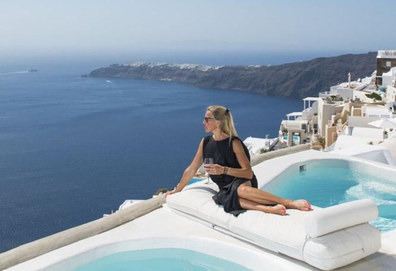 Sophia Luxury Suites, Santorini, Sophia Honeymoon Cave Suite with Indoor & Outdoor Plunge Pool & Caldera View, Piscina privada