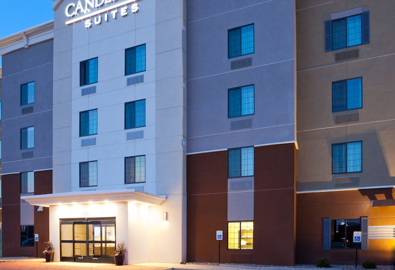 Candlewood Suites Dickinson ND, Dickinson, Hadapan Hotel - Petang/Malam