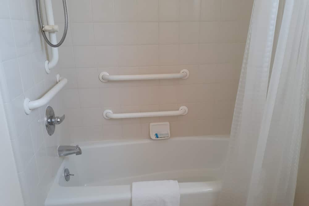 Room, 2 Double Beds, Accessible - Bathroom