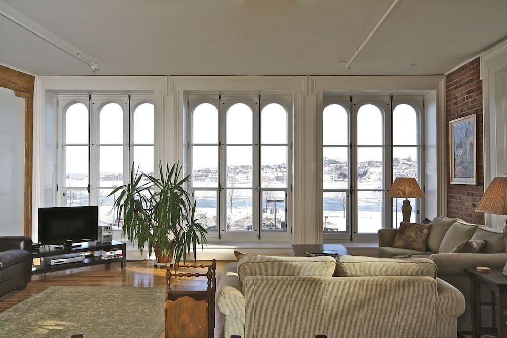 ดีลักซ์อพาร์ทเมนท์, 2 ห้องนอน, วิวแม่น้ำ (Le Frontenac) - ห้องนั่งเล่น