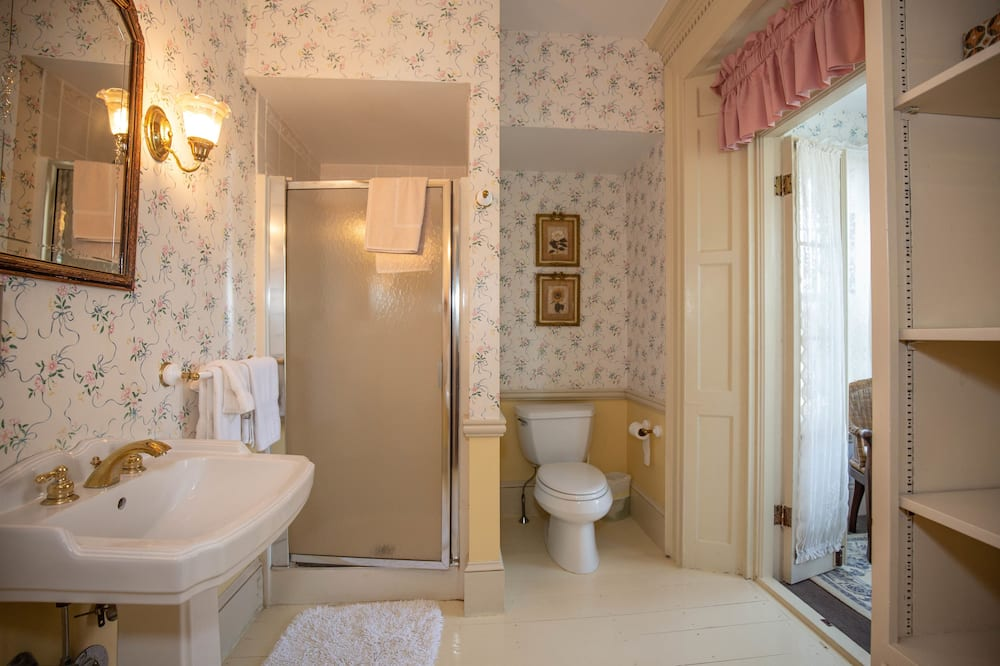 Currier Room (2nd Floor) - Vonios kambarys