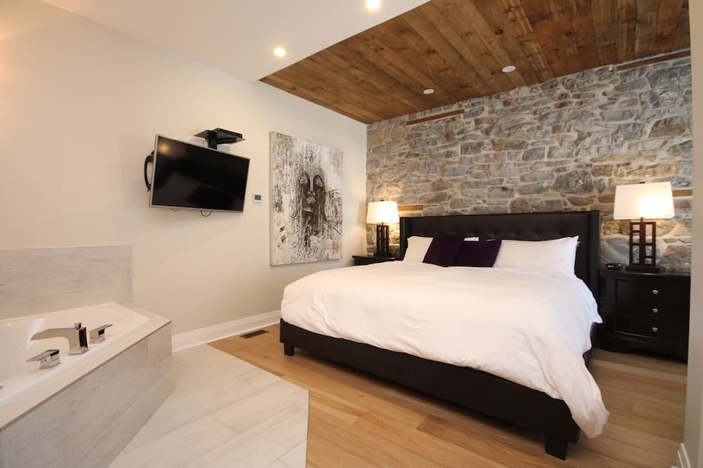 Suite, 1 King Bed, Jetted Tub - Living Area