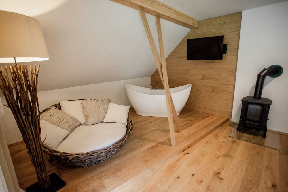 Romantic Double Room, 1 Katil Kelamin (Double), Fireplace, Garden View - Ruang Tamu