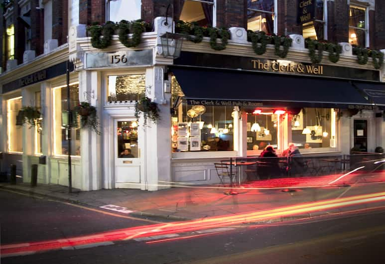 The Clerk & Well Pub & Rooms, London, Hotel Front – Evening/Night