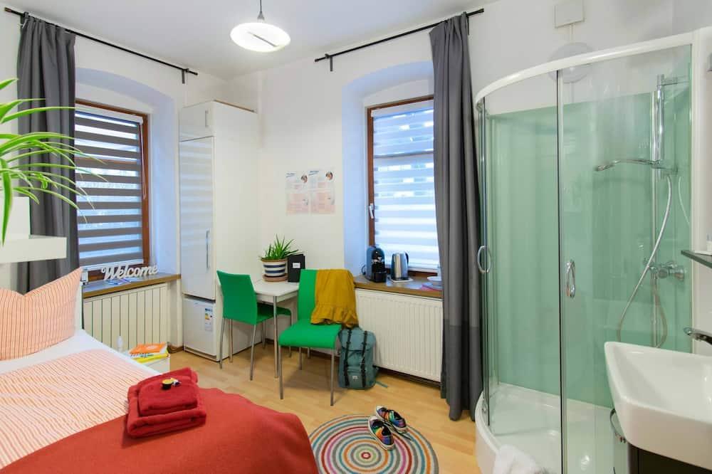 """Einzelzimmer """"Schnapsidee"""" (Dusche im Zimmer, Toilette am Hausgang) - Wohnbereich"""