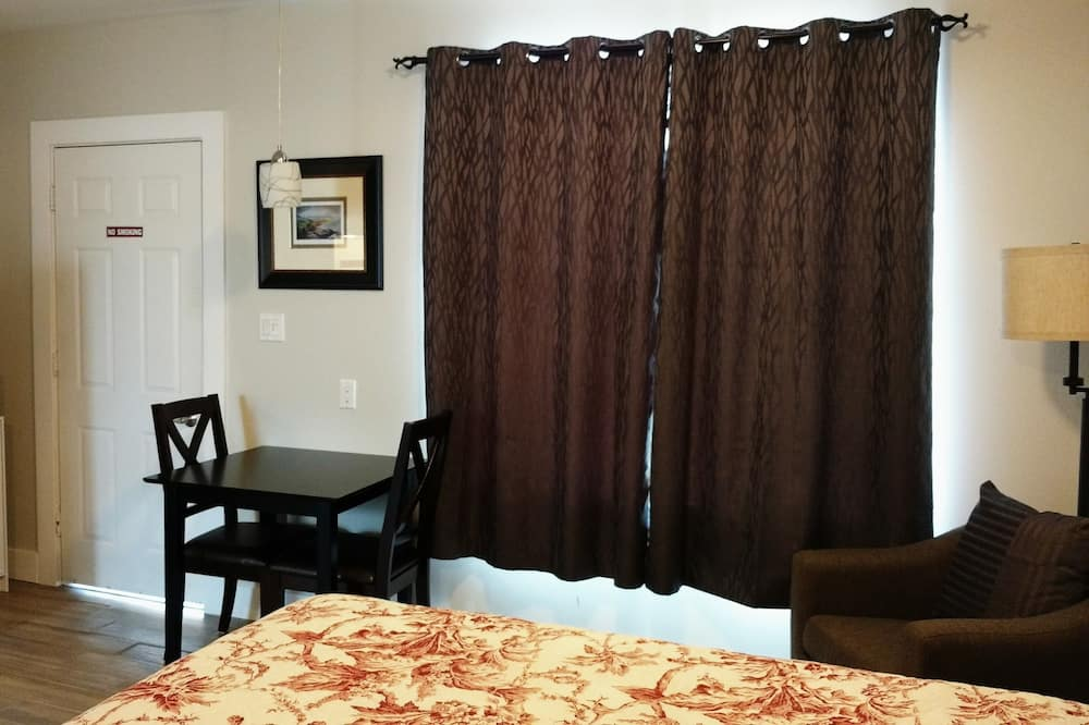Deluxe Room, Kitchen, Mountain View - Living Area