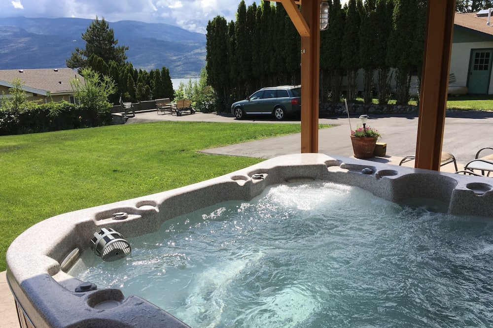Deluxe Suite, 2 Bedrooms, Partial Lake View, Lakeside - Outdoor Spa Tub