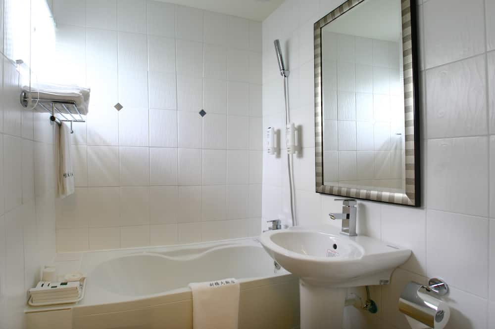 Business Double or Twin Room, 1 Bedroom, City View - Bathroom