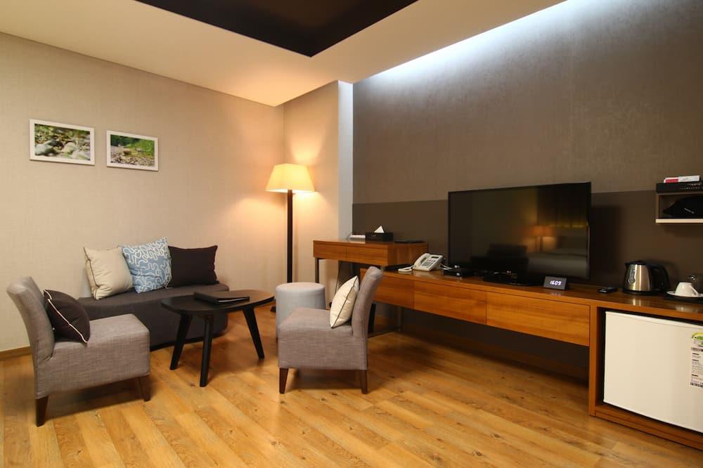 Deluxe Double Twin Room - Living Room