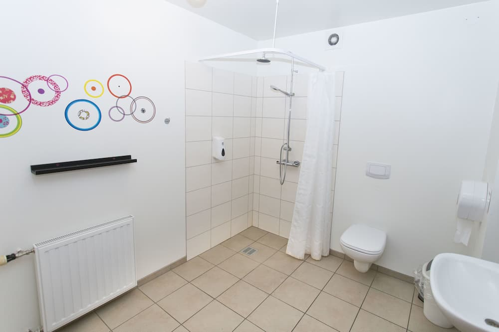 Familien-Vierbettzimmer, Gemeinschaftsbad - Badezimmer
