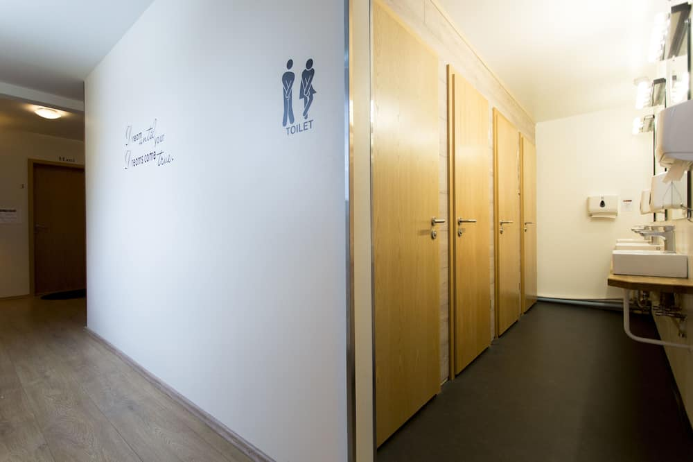 Gemeinsamer Basic-Schlafsaal, Gemeinschaftsbad (8 beds) - Badezimmer