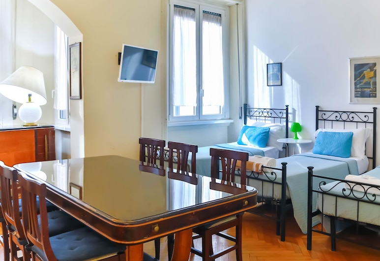 B&B I Am Here - Central Station, Milan, Quadruple Room, Shared Bathroom, Guest Room