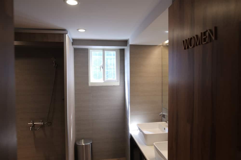 5人房私人上下舖,共用浴室 - 浴室