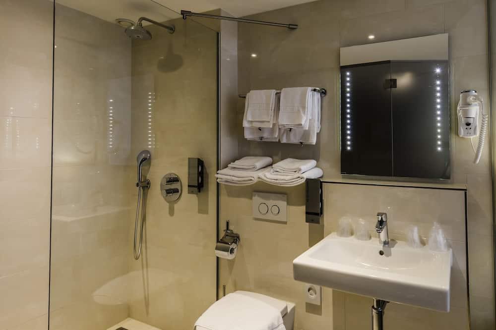 Superior Twin Room, 1 Bedroom - Bathroom