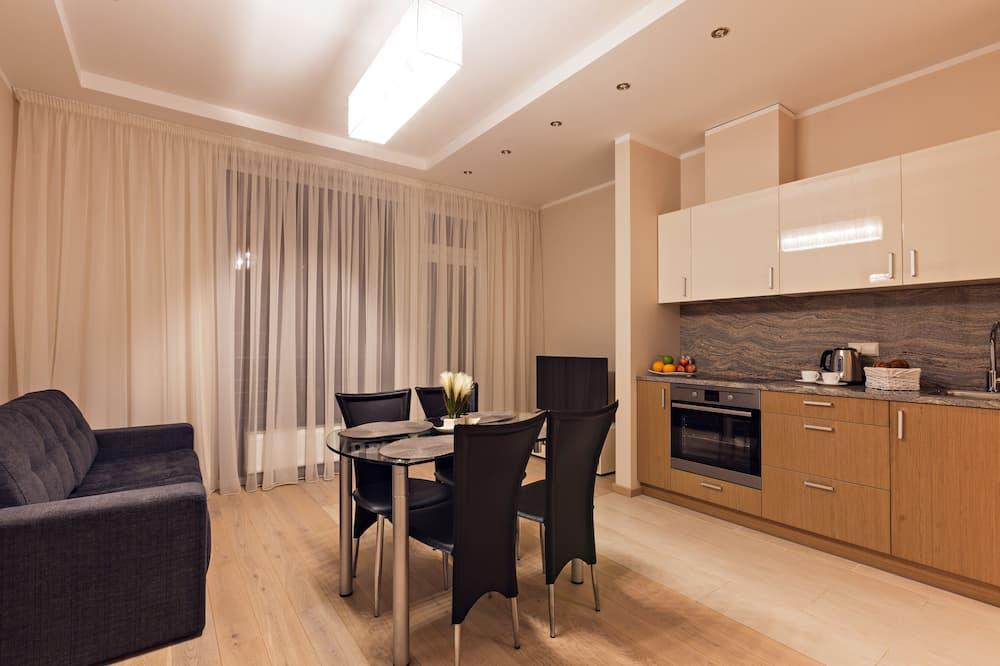 Апартаменты, 2 спальни, терраса - Обед в номере