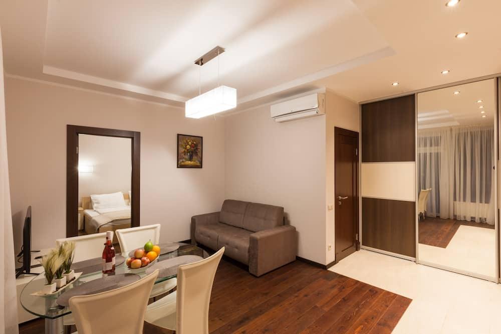 Апартаменты, 2 спальни, балкон - Зона гостиной