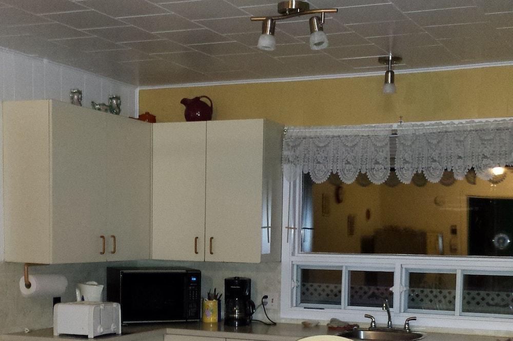 شقة عائلية - غرفتا نوم - بحمام خاص - تناول الطعام داخل الغرفة