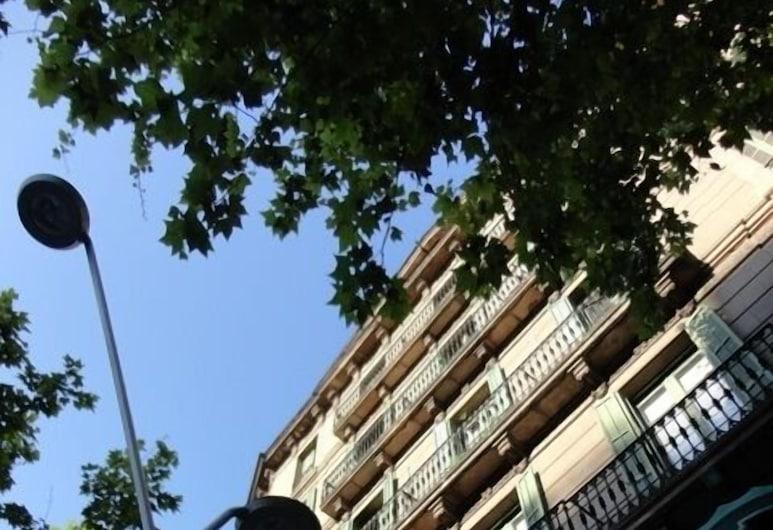 克拉里斯公寓, 巴塞隆拿, 住宿正面