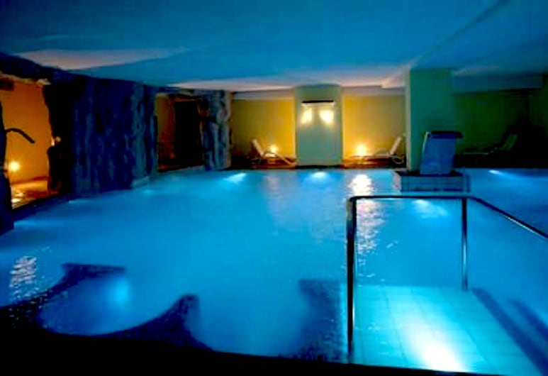 Hotel Alpen, Andalo, Tina de hidromasaje cubierta
