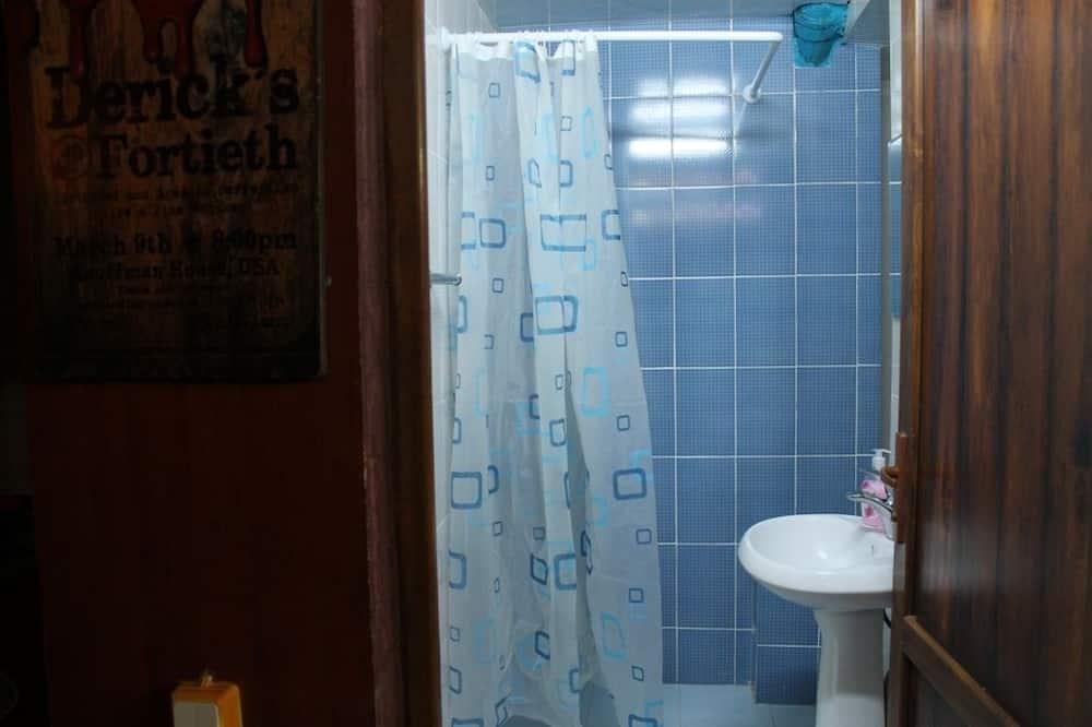 Bed in 6-Bed Dormitory Room  - Bathroom