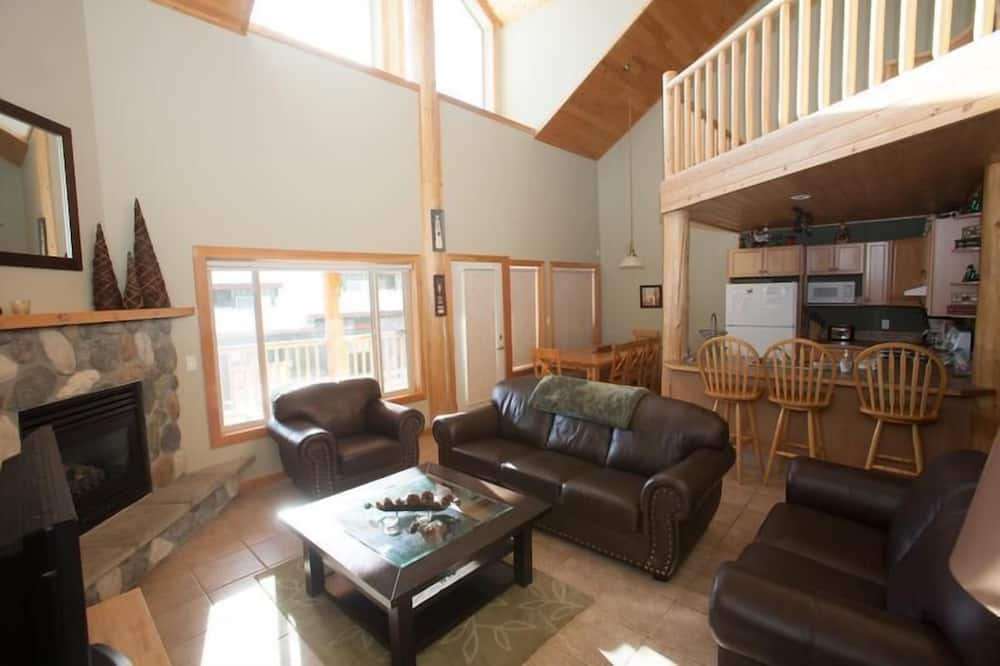Creekview Court by Apex Accommodations