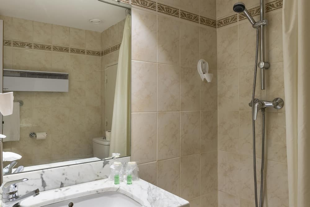 Standard Studio - Bathroom