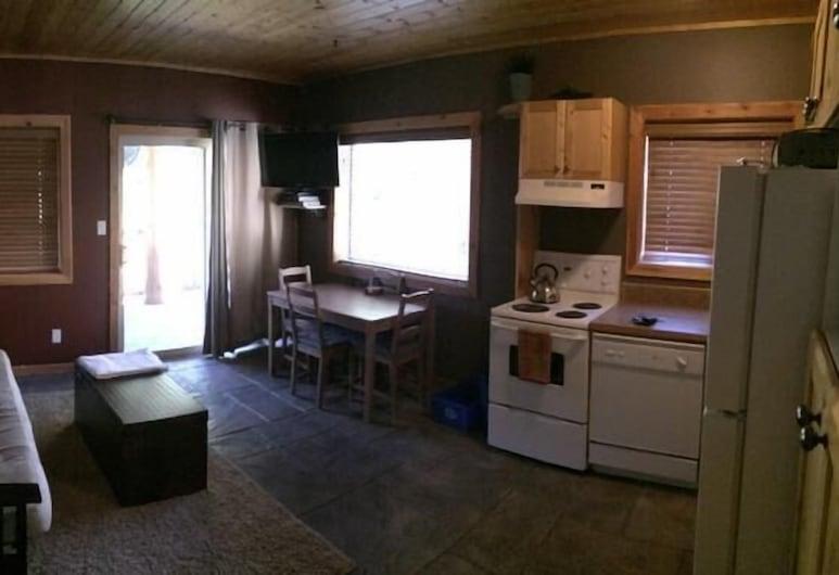 Silver Bullet Inn by Apex Accommodations, Penticton, Silver Bullet Inn 209, Living Area