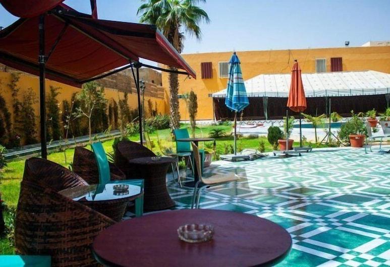 Royal Suites, Nuakchot, Bar junto a la piscina