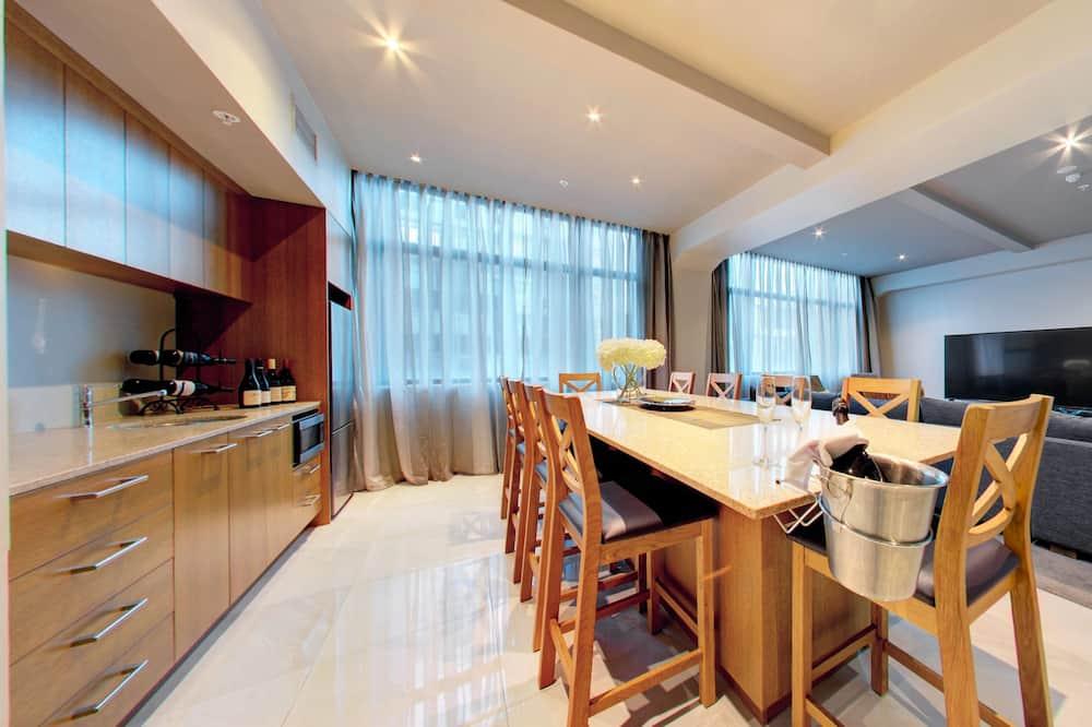 4 Bedrooms Suite - Living Area