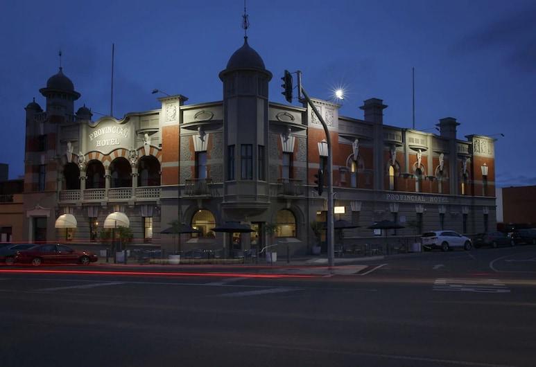 The Provincial Ballarat, Ballarat, Pročelje navečer