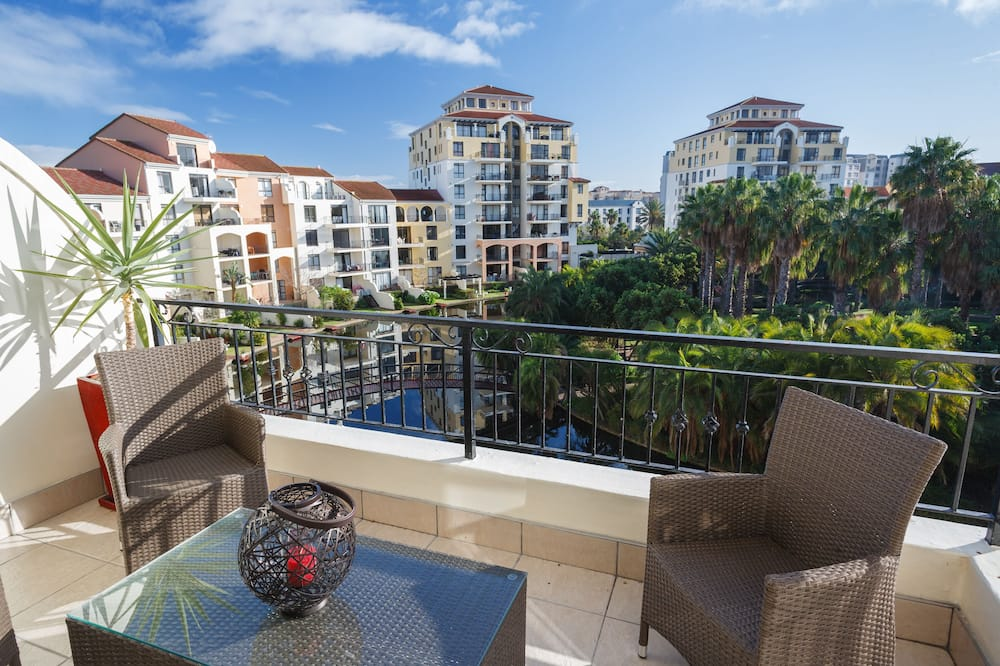 Luxury Apartment, 2 Bedrooms, Kitchen, Canal View (Type 2) - Balcony