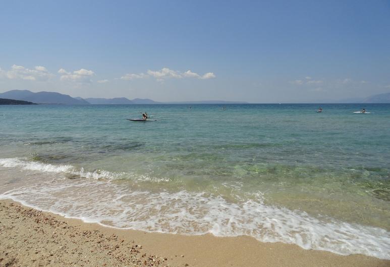 ذا ماربل ريزورت, تشالكيس, الشاطئ