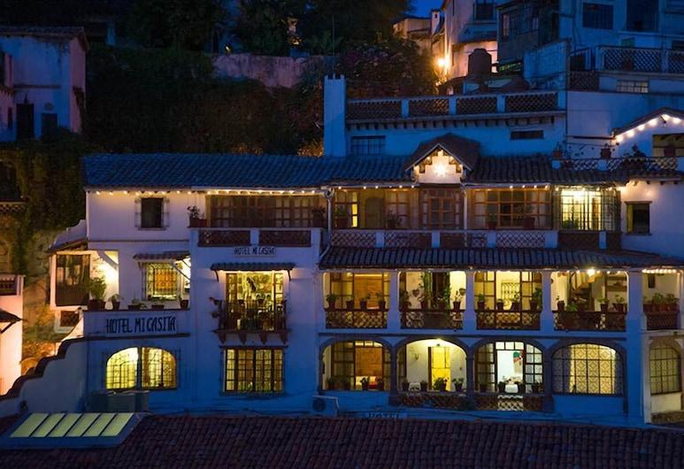 Hotel Mi Casita, Taxco, Entrada del hotel (tarde o noche)