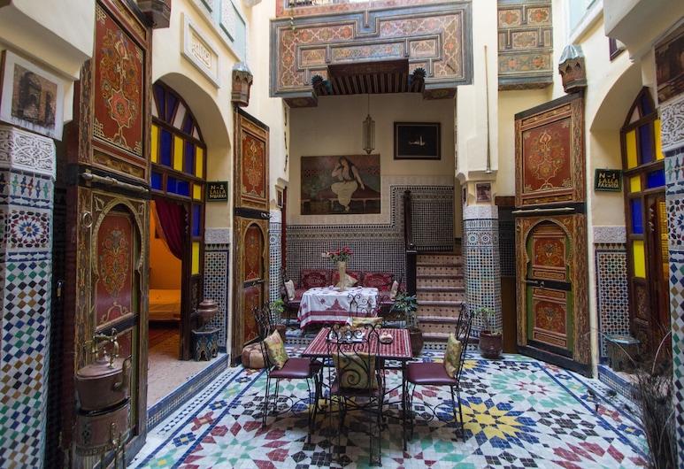 Riad La Source Bleue, Fez, Sala de estar en el lobby