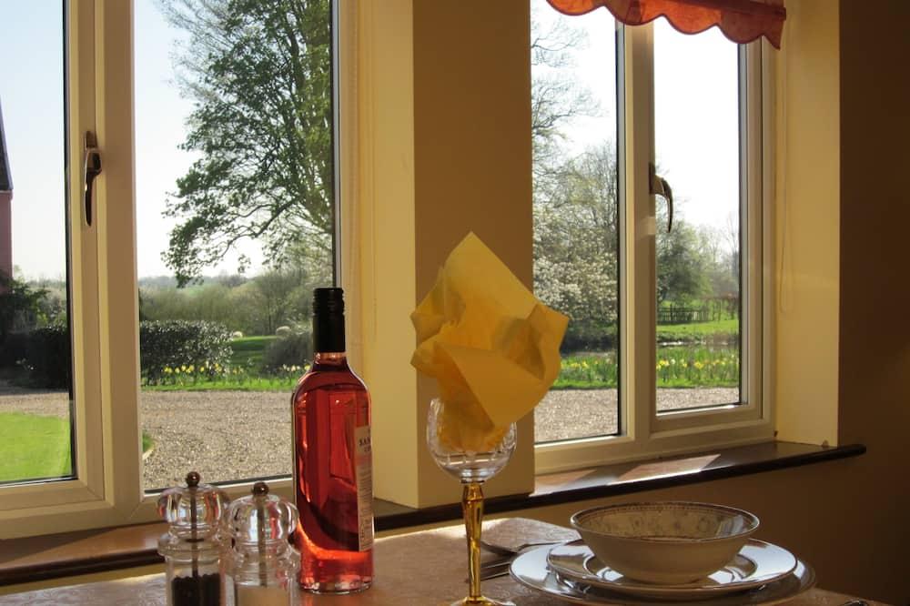 Carpenter's Cottage - In-Room Dining