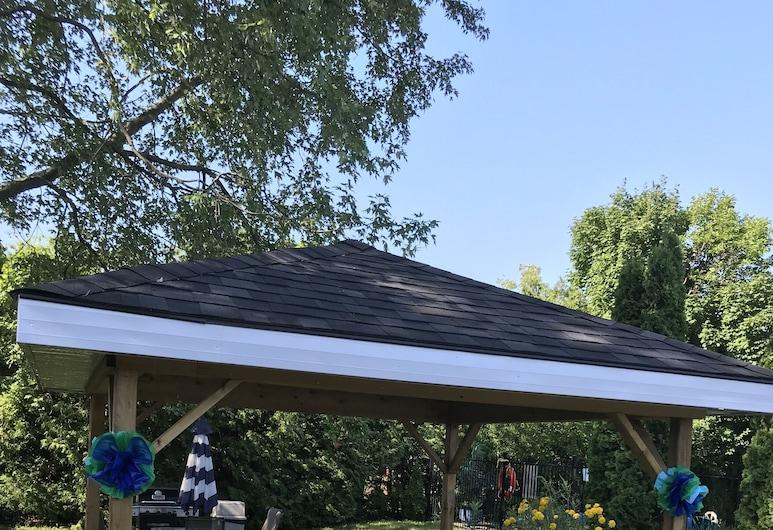Lakeview Motel, Kincardine, Garden