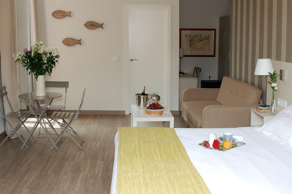 Junior-Suite - Essbereich im Zimmer