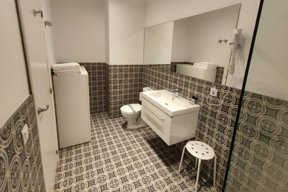 Premium-Vierbettzimmer, allergikerfreundlich - Badezimmer