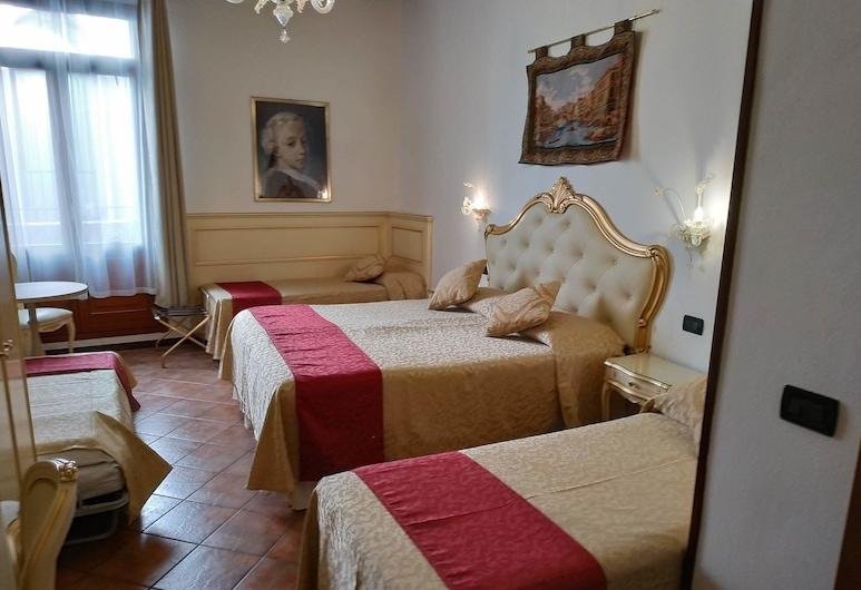 Locanda SS. Giovanni e Paolo, Venice, Family Room, Guest Room